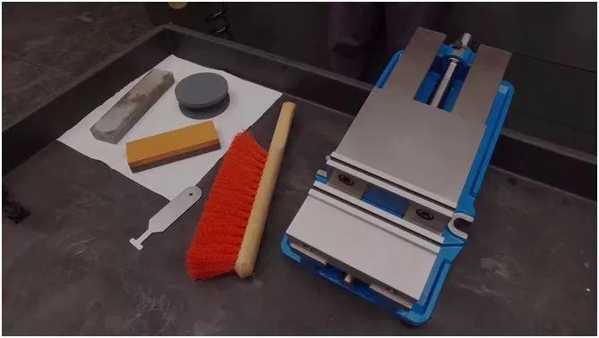 虎钳如何正确安装在机床工作台上
